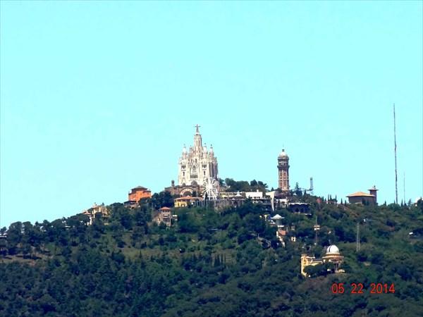 Гора Тибидабо и храм Святого сердца.