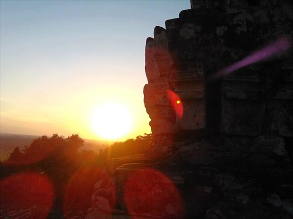 Закат с одного из храмов Ангкора