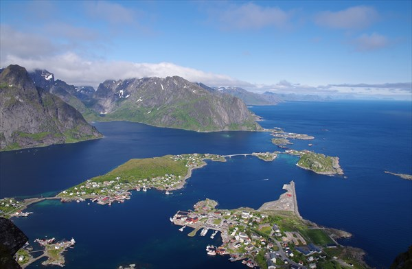 Вид с Reinebringen на устье Reinefjorden