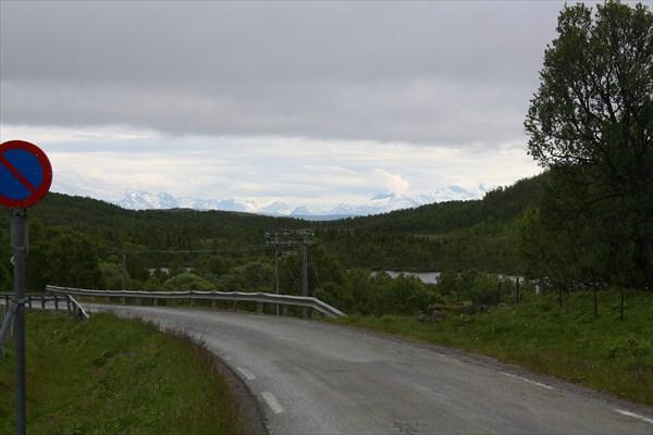Вид с перевала на Fv14. Горы - на той стороне Ofotfjorden'а