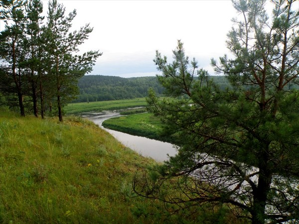 Вид с высокого берега реки