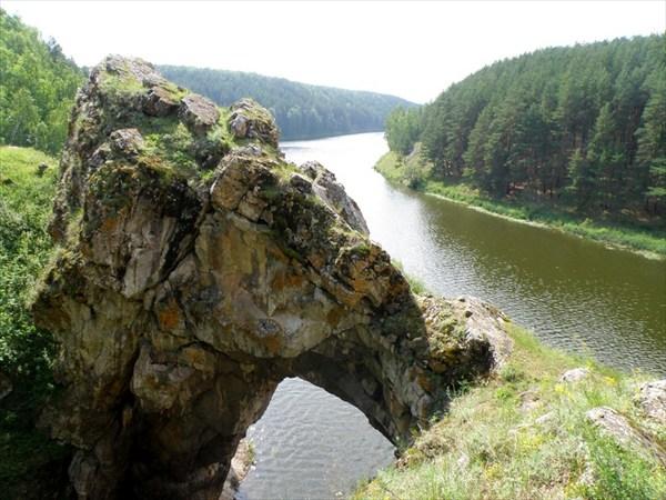 """Вид скалы """"каменные ворота"""" сверху"""