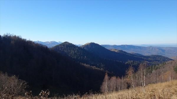 Вершина Голая со стороны вершины Хацавитая