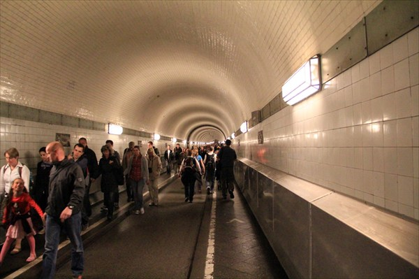 Старый тоннель под Эльбой