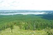 Вид на озеро Сугомак с горы