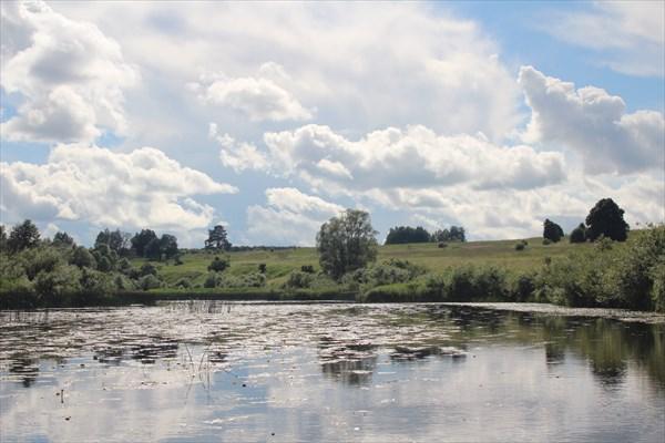 Справа Смоленская область слева Калужская