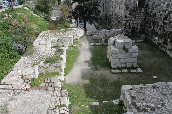 Развалины византийской церкви Неа