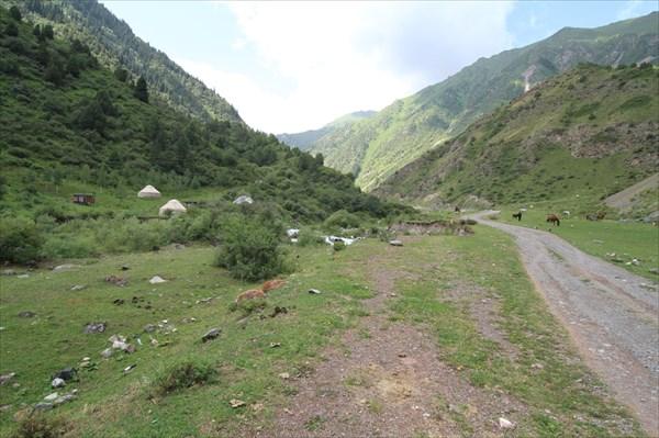 Юрты в горах.