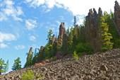 Скалы на Подкаменной Тунгуске на притоке Уксиктэ