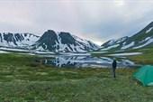 Бивак у горного озера