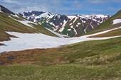 Вид с перевала в сторону спуска