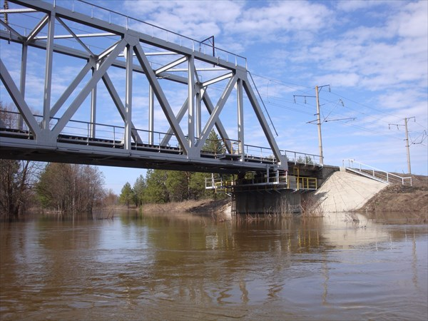 Проходим под мостом