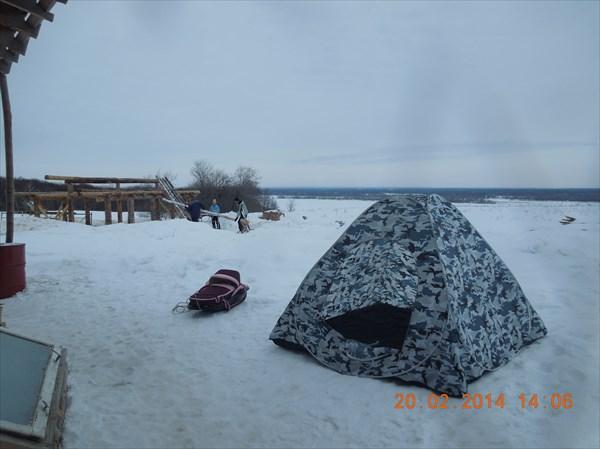 Помогаем Сергею в строительстве бани. Палатка - просто сохнет.