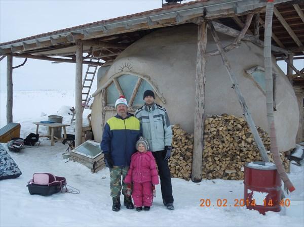 У дома со средней дочкой Сергея и Наташи