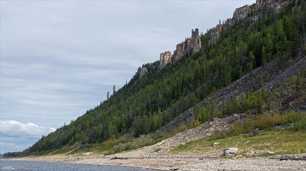Группа скал на берегу