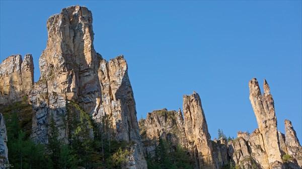 Верхушка 5-ти километровой стены со столбами