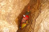 Шкурник в пещере Штаны