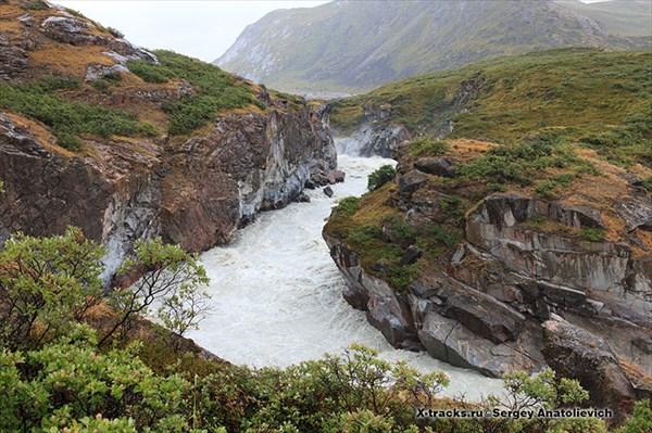 на фото: Пороги и водопады...