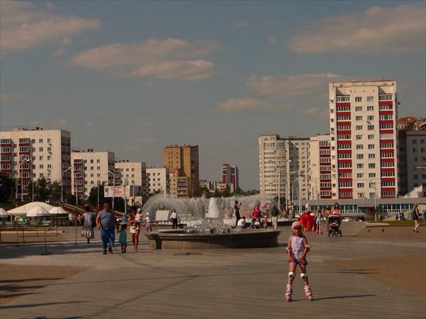 Площадь перед памятником