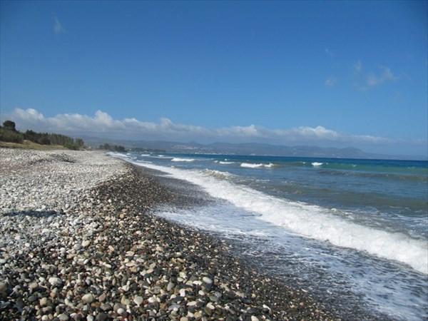 Дикий пляж недалеко от Полиса