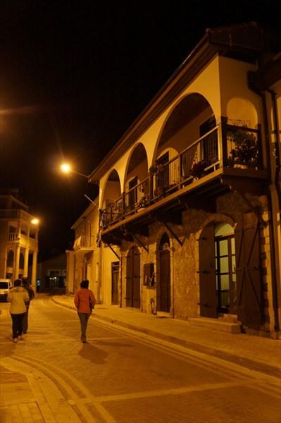 Вечерняя прогулка по Полису