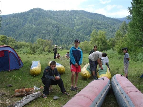 Подготовка катамаранов для сплава