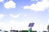 Солнечная батарея с ветряком.