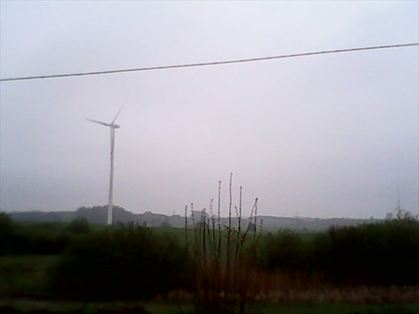 Ветряк на одном из поле.