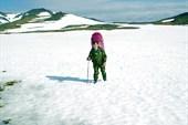 Долина Изъякырью. Следы вездехода перекрыты снежником