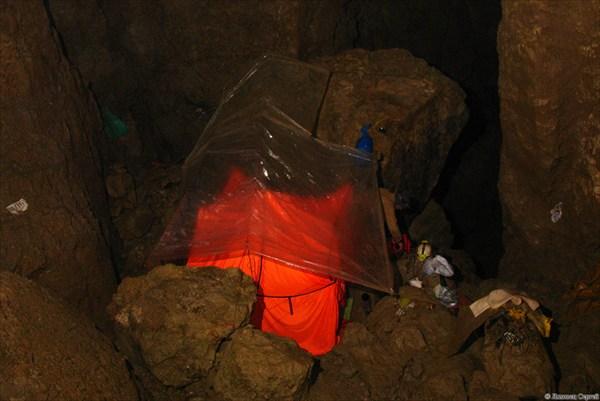 Нижняя палатка в ПБЛ -700 м.