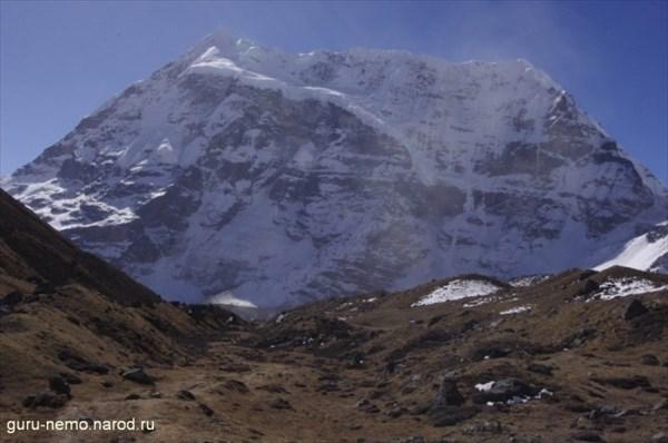 Трапецеидальная стена Peak 6 (6739 м)