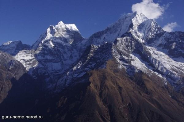 Kangtega (6685 м) и Thamserku (6608 м)