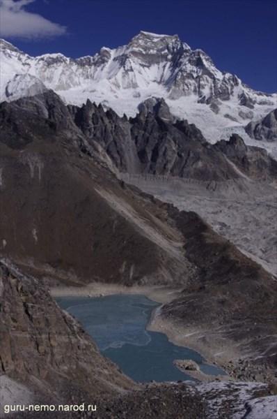Gyachung Kang (7952 м) и озеро Ngozumba Tsho