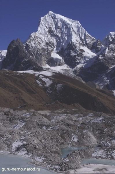 Cholatse (6440 м) и ледник Ngozumba