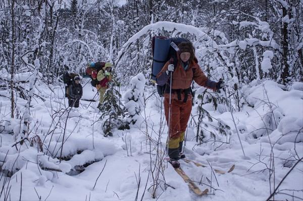 На лыжах через лес и реку