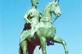 Памятник кавалерист-девице Дуровой Н. А.