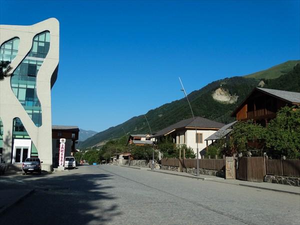 Местия - административный центр Сванетии .