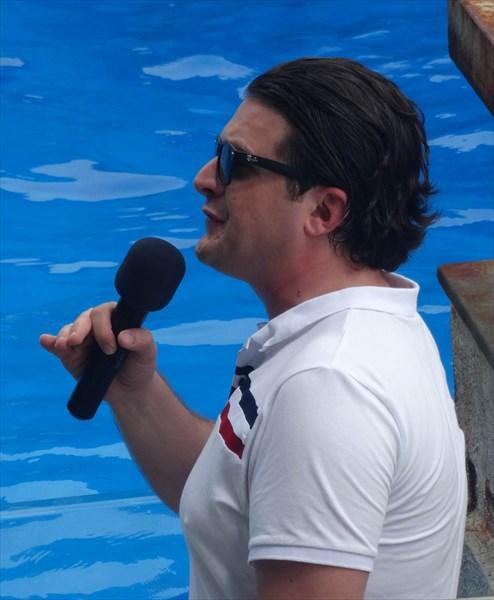 Ведущий шоу в дельфинарии .Батуми.