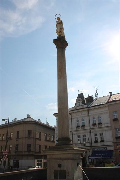 Марианская колонна с фонтаном