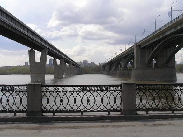 Между мостами.