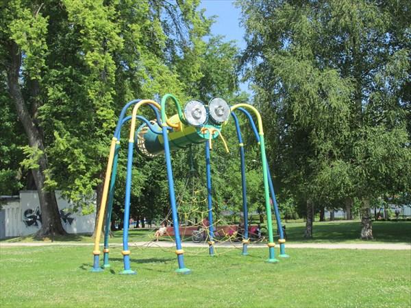 Сад Ренкя. Детская площадка
