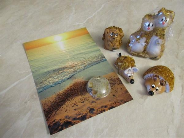 Открытка с песком и янтарные сувениры
