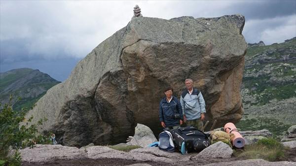 Фото на память у Висячего камня