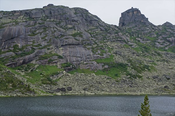 Скалы над озером Каровое