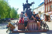 У памятника императрицы Екатерины великой