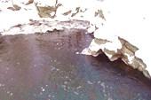 Летом сдесь можно купаться ныряя со скалы