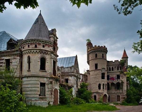Заброшенная усадьба в поселке Муромцево