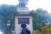 Памятник трём Дюма