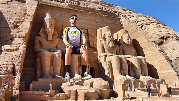 Храм Рамзеса II, высеченный в скале Абу-Симбел