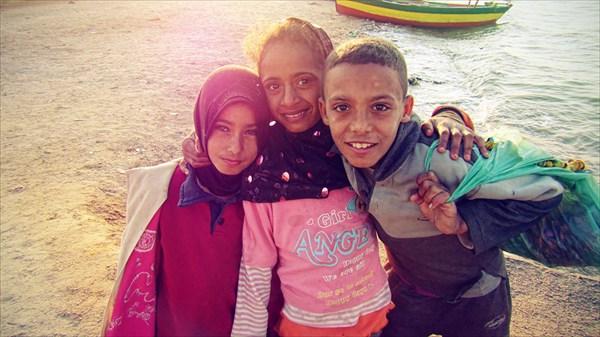 Дети у озера Карун